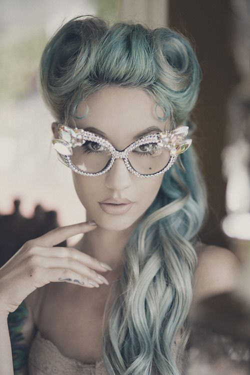 Faded out pastel blue pinup hair x