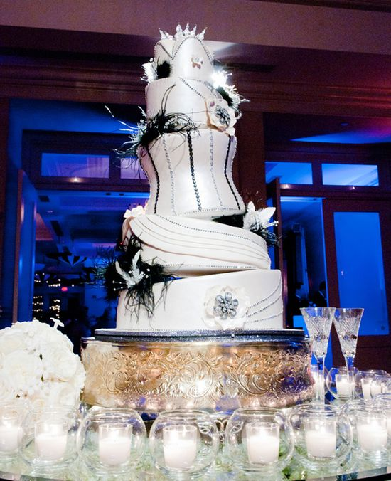 black & white wedding cake // Bride & Groom // Photo: Studio563 // Design: Liv by Design