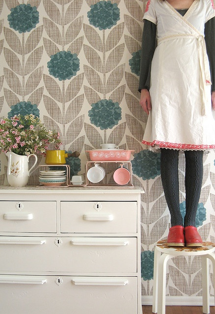 I am collecting this pink pyrex for Jae..  Love the wallpaper, pyrex, outfit- everything! Totally cool