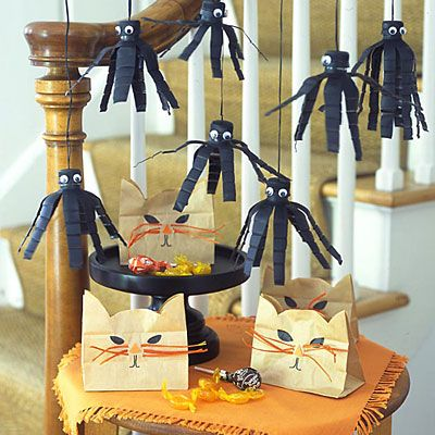 Kitty Cat Treat Bags and craft paper Spiders - LOVE them!!!