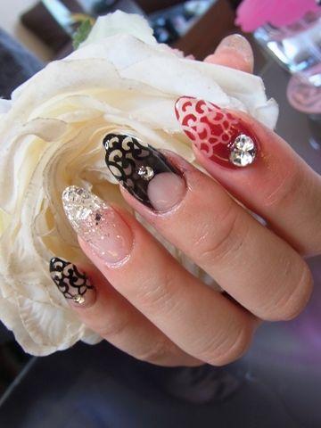 Japanese nail design #nail #unhas #unha #nails #unhasdecoradas #nailart #gorgeous #fashion #stylish #lindo #cool #cute #fofo #vermelho #red #black #preto #white #branco
