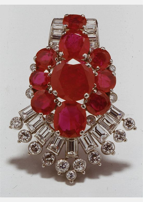 //Cartier London Art Deco Diamond Ruby Clip 1937