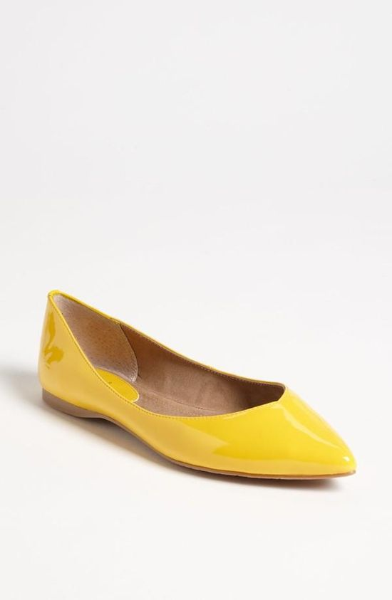 Bright! Yellow pointed toe flat