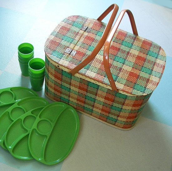 Large Picnic Basket, Woven Plaid with 8 Divided Plates and Cups