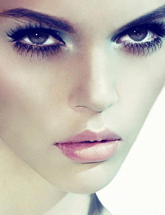 Dark eye makeup plus pink lip done right!