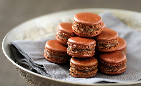 Totally inviting Macarons d'orient. #chocolate #macarons #food #cooking #baking #cookies #dessert #French #pastry