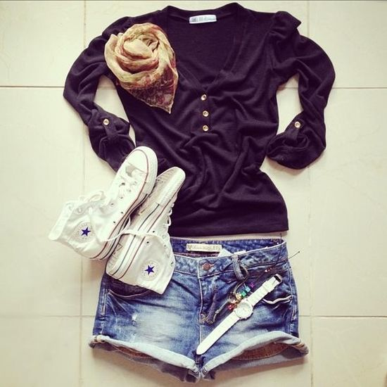 Casual summer outfit converse...shorts, black tee Simplicity