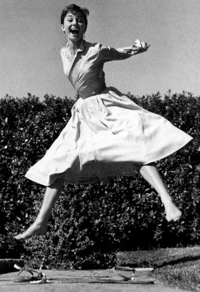 I absolutely love this! Audrey Hepburn (1957)