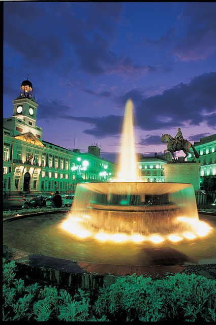 Puerta del sol square at night