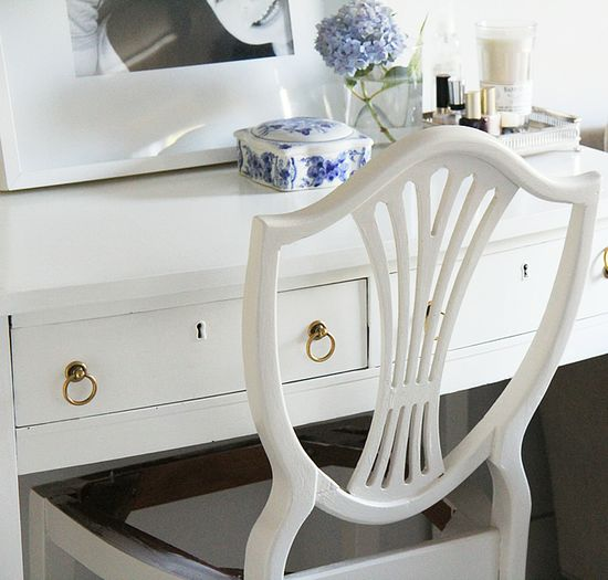 Some tips & tricks for painting furniture / Benjamin Moore's Advance line is a key part of a good finish!