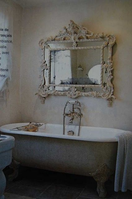 ornate mirror / claw-foot tub