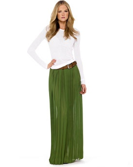 I really want some of these long pleated skirts!
