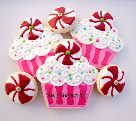 """Peppermint Christmas Cupcakes..."""