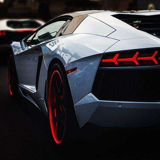 Freaking Cool Lamborghini Aventador