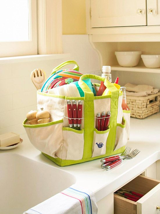 turn a garden tool bag with pockets into a picnic tote