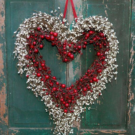 Heart Wreath -  Outdoor Valentine #Romantic Valentine
