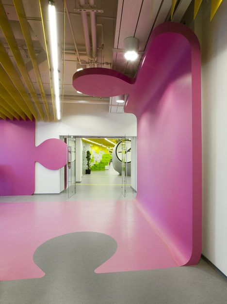 -pulling wall/sculptural element across wall, ceiling, floor    Yandex Saint Petersburg Office II by Za Bor Architects