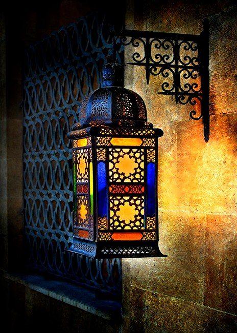 Lámpara marroquí.  He Decidido Que Malia y Tengo Que Tener Una Casa juntos.  Y La Ropa De Acciones.
