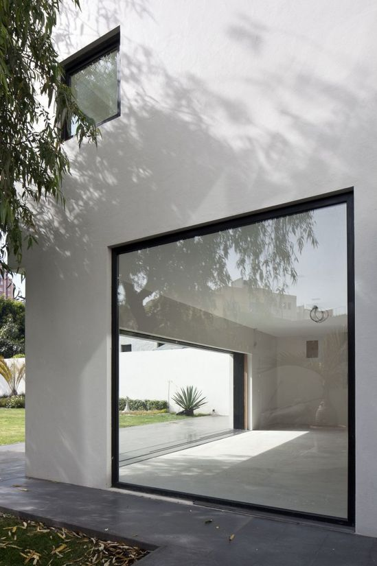 AR House, Atizapán de Zaragoza, Mexico by Lucio Muniain et al Architects