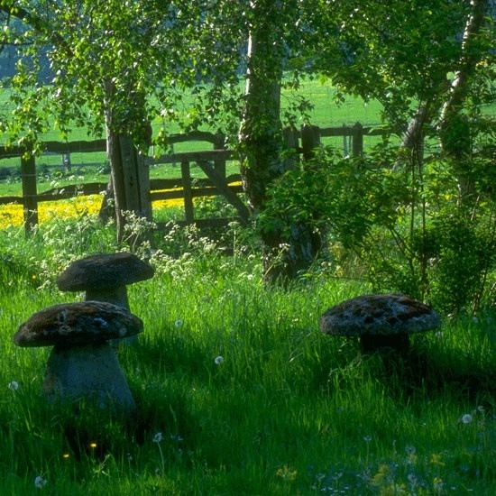 Garden idea..looks peaceful.  Makes me think of playing at my grandma's as a child. Her yard always had stone sculptures that were mossy and discolored from age.