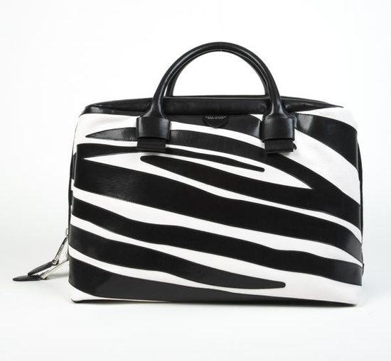 want to win this marc jacobs bag? click to learn how to enter! #giveaway