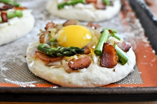 bacon, egg and asparagus pizzas
