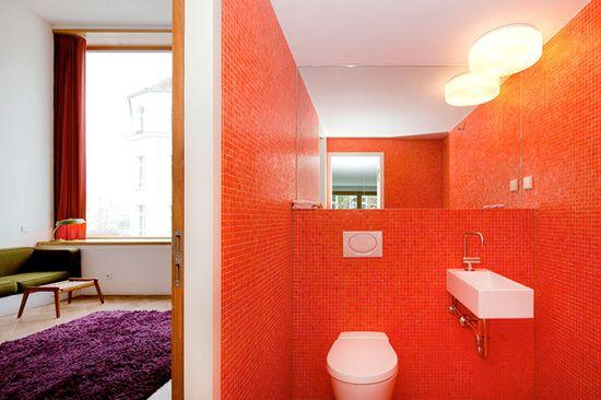 A orange bathroom. #decor #Modern #interior #color #design #casadevalentina