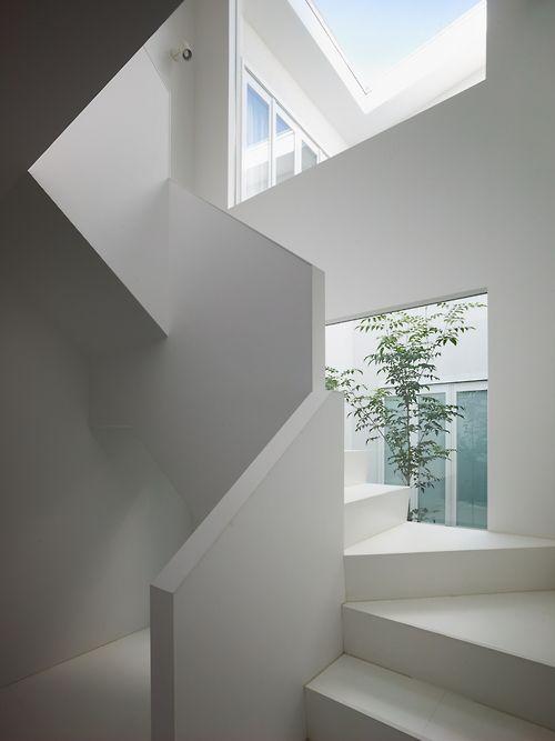 #minimal #white #staircase
