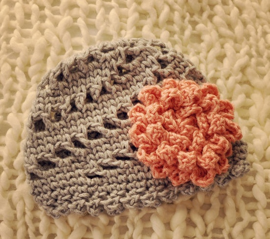 pinwheel beanie hat love the style, also like the flower.