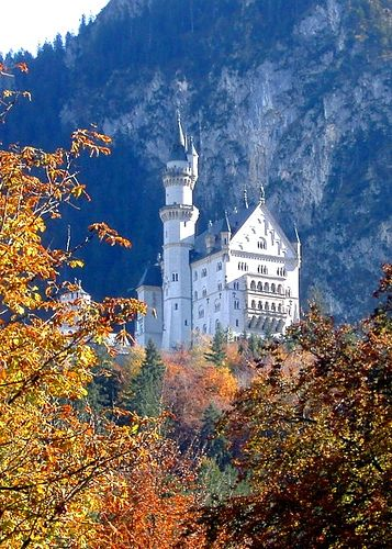 Autumn at Neuschwanstein Castle.