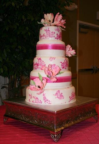 Pink wedding cake (=)