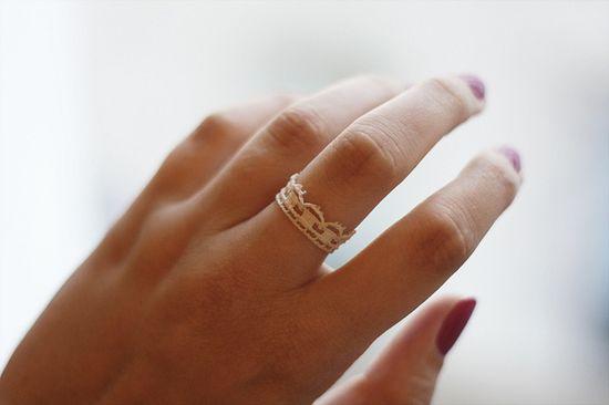 lace ribbon ring. so pretty!!
