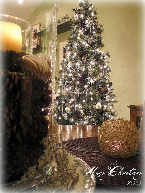 Holiday at Home Decor by Lynda Quintero-Davids #FocalPointStyling #Holiday #Christmas #Decorating #Tree #Pinecones