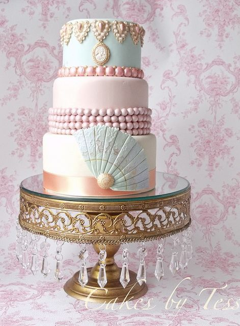 Such a stunningly lovely Marie Antoinette inspired three-tier cake. #food #cake #wedding #party