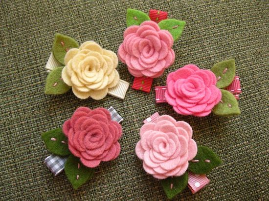 Felt Flower Hair Clip  Rose Collection Cotton Candy Pink por bloomz, $5.00