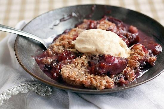 Warm, juicy, sweet Vanilla Plum Crisp. #plum #dessert #baking #crisp #summer #fall #fruit #vanilla #food #cooking #delicious