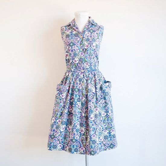 I love the colour palette and fun design at work on this charming 1950s two-piece skirt and sleeveless blouse set. #vintage #1950s #summer #fashion
