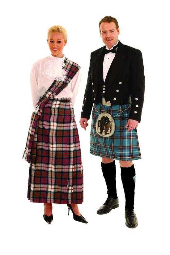 Scotland dress for a bride and groom