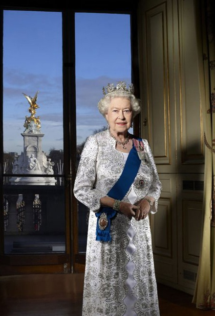 The Queen in the Centre Room at Buckingham Palace in an official portrait to mark her Diamond Jubilee, 6 February 2012 (Photo by John Swannell) #QEII #UK #monarchy