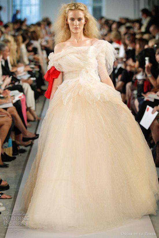 oscar de la renta wedding dress 2012