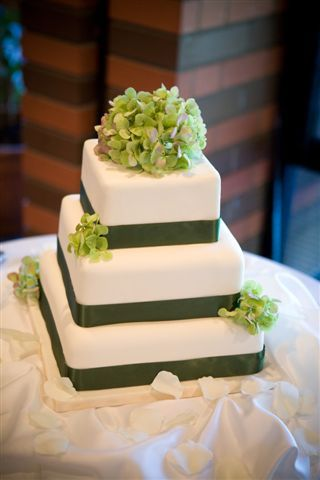simple hydrangea wedding cake