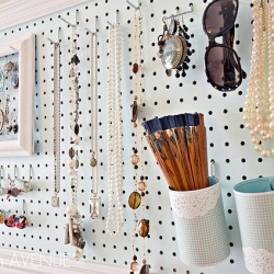 Organize your jewelry and accessories by making this extremely useful jewelry board. #craftgawker