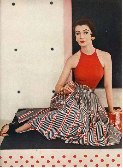 From the eye-catching pattern on the skirt to the hits of gold in the accessories, this sleek summertime outfit from 1953 oozes with warm weather style. #Vogue #skirt #summer #vintage #fashion #clothes #1950s