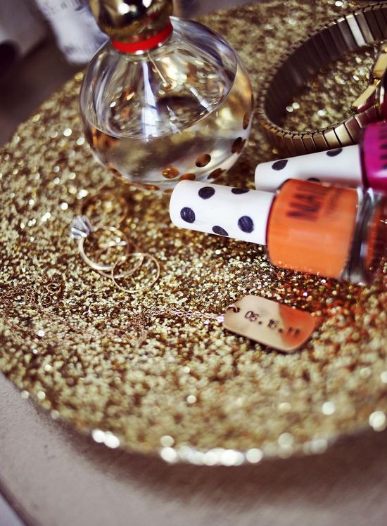 DIY: glitter jewelry dish