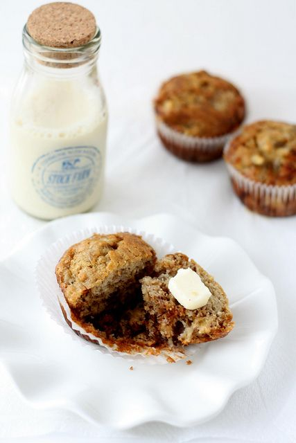 I adore the warm, sweet scent of banana desserts like these Buttered Banana Bread Muffins while they're baking. #food #banana #muffins #breakfast