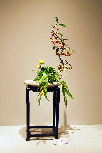 Tiny Ikebana Ohara with berries