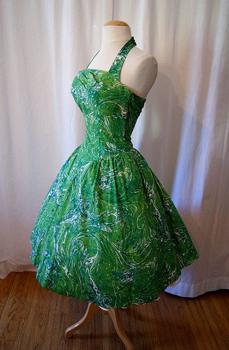 Lovely 1950s vintage green dress.