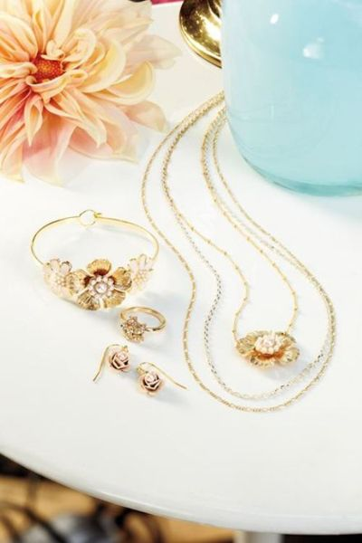 Wedding Bells: 5 Gift Ideas for Your Bridesmaids {pretty jewelry from Lauren's Kohl's collection}