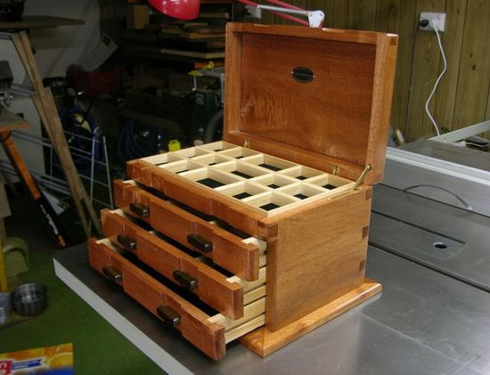 Box with handmade dovetail joints by CanukeDon, 2006