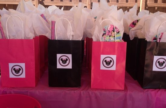 Favor bags at a Minnie Mouse Party #minniemouse #partyfavors